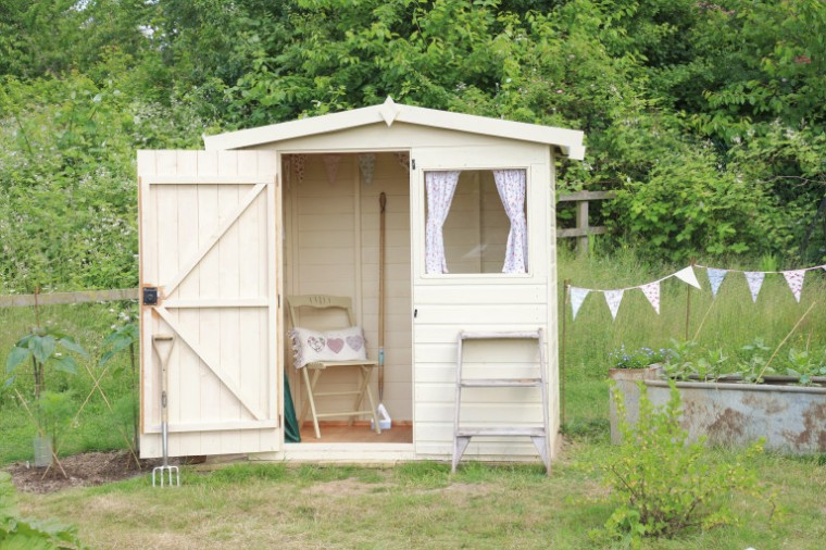 shed, allotment, cream shed, pretty shed, bunting